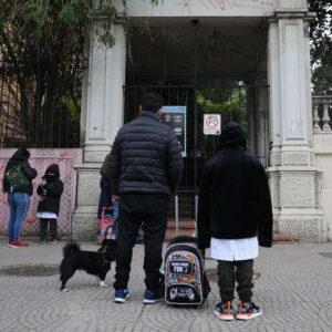El Gobierno porteño evalúa cambiar el protocolo en las escuelas